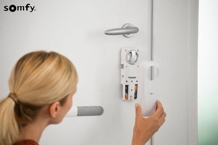 Doorlock snadno nainstalujete bez vrtání a úpravy dveří